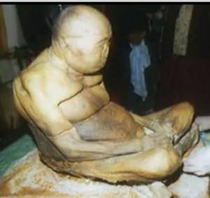 Le lama Hambo Itigilovv  dans Mystère momie-lama-300x283